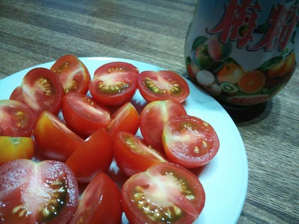 トマトに梅粉をかけてみる