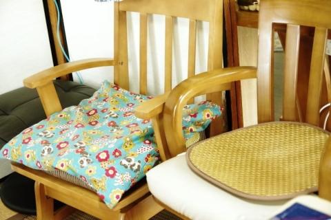 奥側の椅子