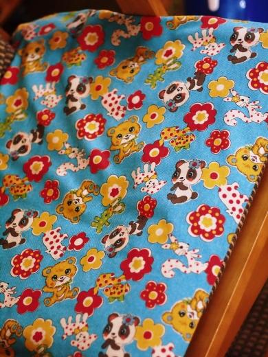 オール手縫いの座布団昭和レトロ柄