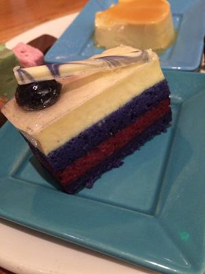 エグイ色のケーキ