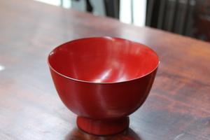 器にも関心を持つ五月女さんが行き着いた味噌汁に一番あう器。故・角偉三郎さんがつくった「座椀」。現在は息子さんが後を継がれている