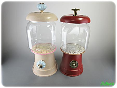 リアのプランター&プラ容器でガチャガチャ風キャンディポット