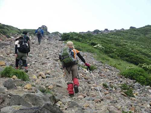 IMG_0218 久住山頂を目指す登山者
