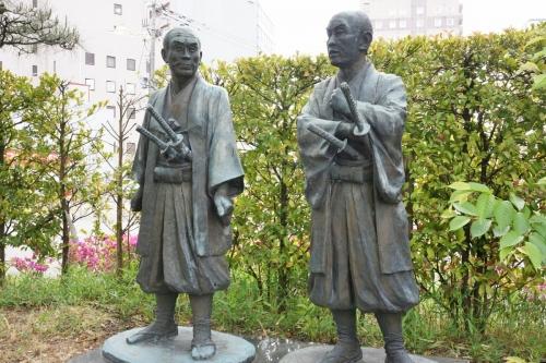 2旅立ちの像 (1200x800)