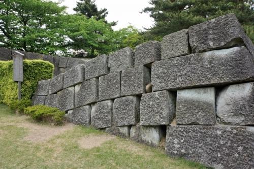 7崩れた石垣 (1200x800)