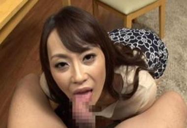 痴女義母が父の目を盗んで足コキで誘惑してフェラでザーメンを搾り取る!広瀬奈々美