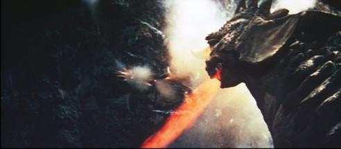 怪光線で岩盤を掘削するバラゴン