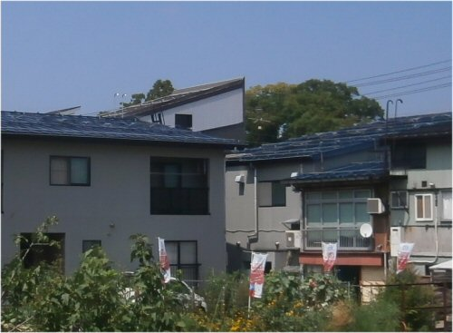 05 500 20150808 屋根に噴水01 From豊田北側