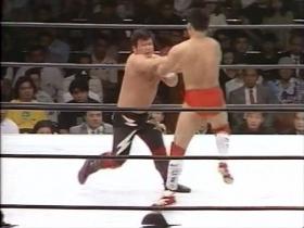 打撃ラッシュからのこの掌底で田村鼻から出血
