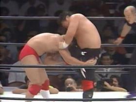さらに追い打ちの膝をキャッチした田村は、