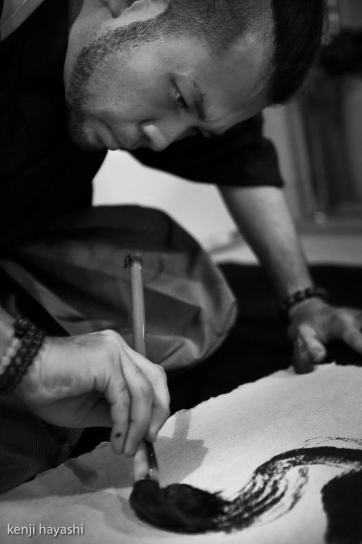 【かみあうじかん】無添加書道 遠藤夕幻 「ふるえいのち」 撮影:写真家・林建次