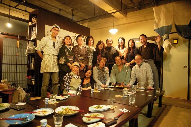 【かみあうじかん】豊受株式会社おなかまにて 参加者さんと共に 撮影:写真家・林建次