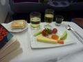 チーズとフルーツと生野菜とポートワインとシャンパンタイ航空