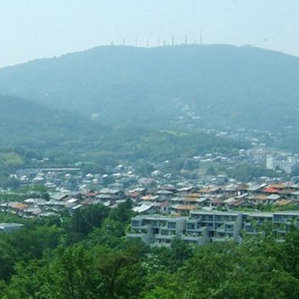 市役所屋上から生駒山