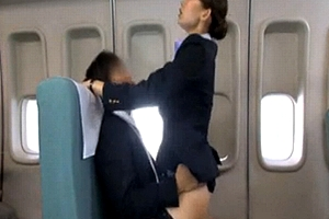 物凄いサービスか☆?航空業界競争激化☆☆キャビンアテンダントによるSEXサービスまでもが登場wwww