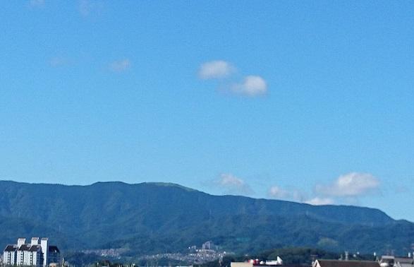 岩湧山の夏空