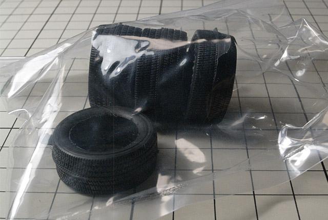 4856 ZR-1用タイヤ 640×430