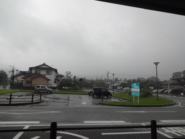 阿蘇駅前は雨