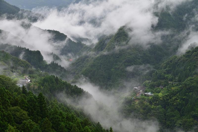 「湧雲の山村」