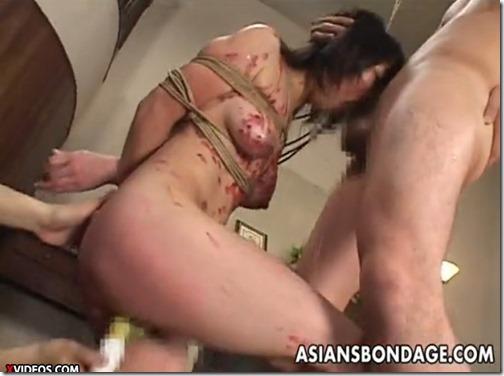 SM奴隷調教エロ動画:咥えたまま逝かされる緊縛牝奴隷