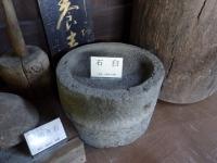展示室の石臼(ブログ用)