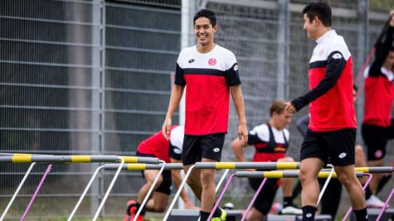 Kommt gut an Muto grinst im Training hat Spaß bei den Mainzern