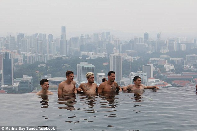 iconic infinity pool in Singapore