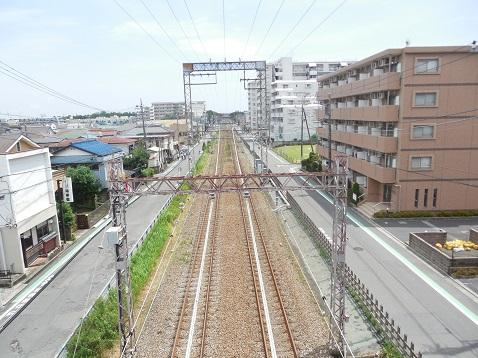 小田急江ノ島線の名前のない跨線橋@大和市f