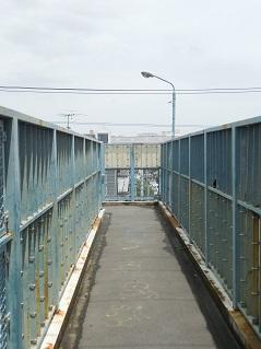 小田急江ノ島線の名前のない跨線橋@大和市d