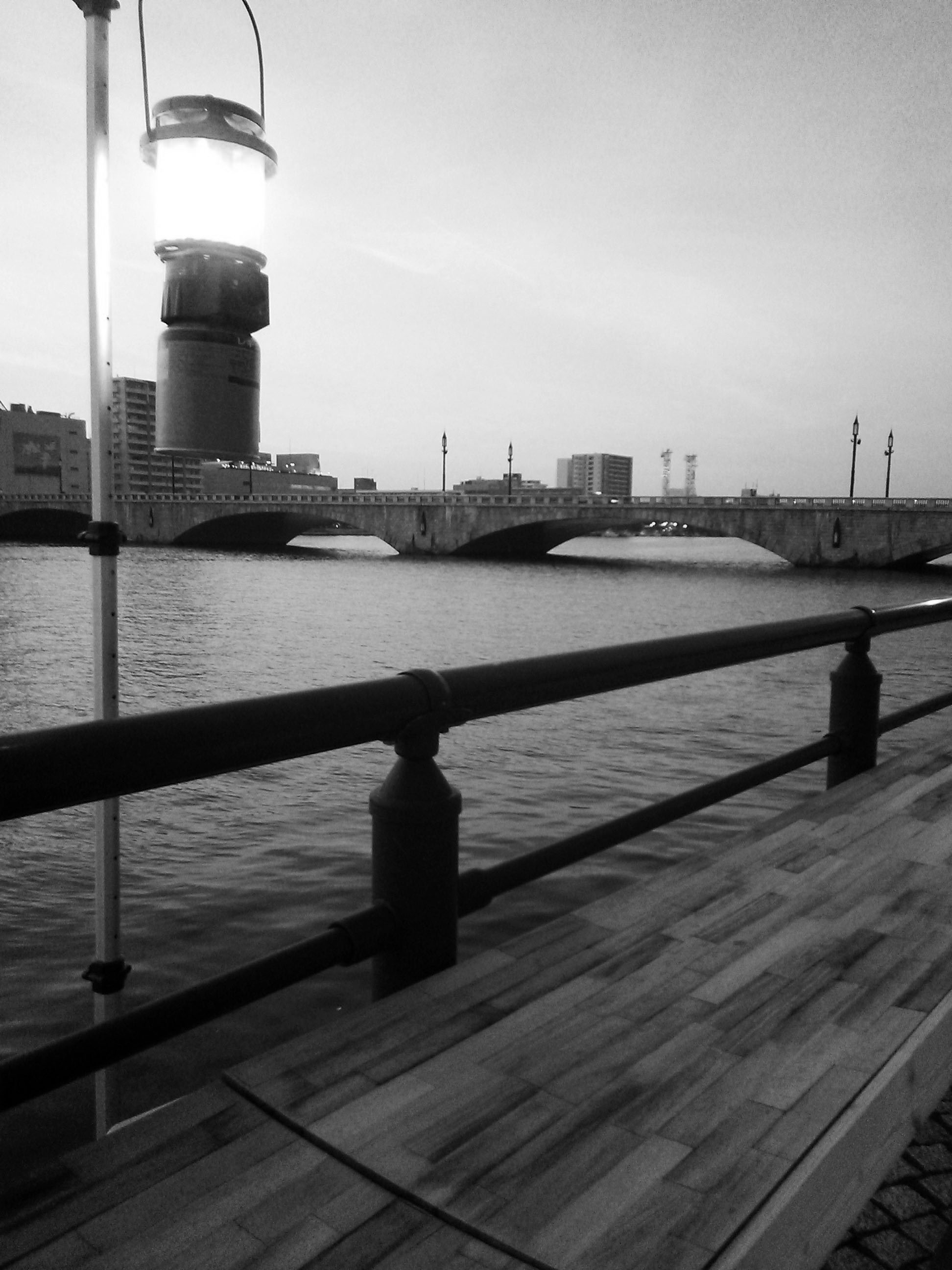 夕暮れの萬代橋.jpg
