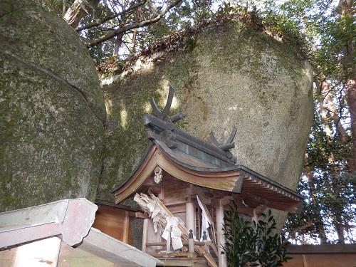岩尾神社巨石2