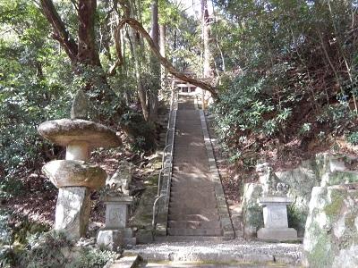 岩尾神社鳥居階段