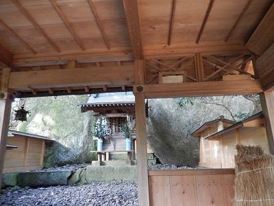 岩尾神社拝殿内部