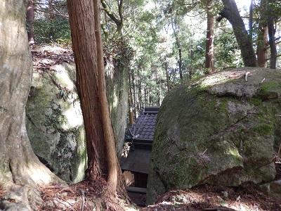 岩尾神社裏