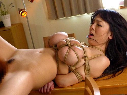 AV女優Hitomiが奇乳すぎるw