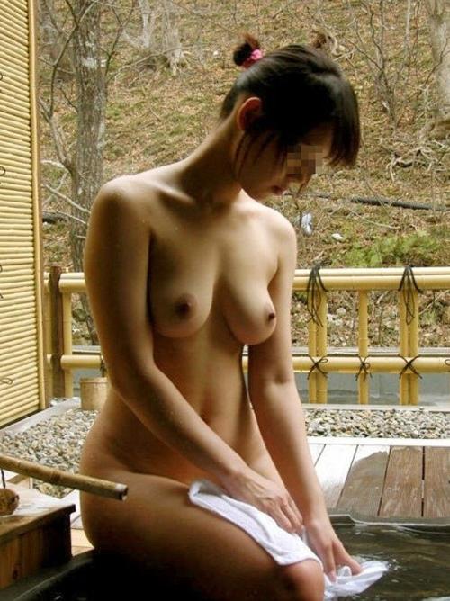 3次元 露天風呂でやりたい放題全裸撮影されてるエロ画像まとめ 33枚