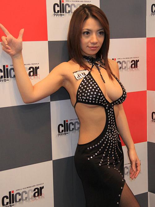 イベント会場で見かけたエロそうなキャンギャルを盗撮したエロ画像