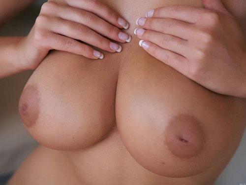 【画像】陥没乳首という思わずほじくりたくなるおっぱい乳首を持つ女