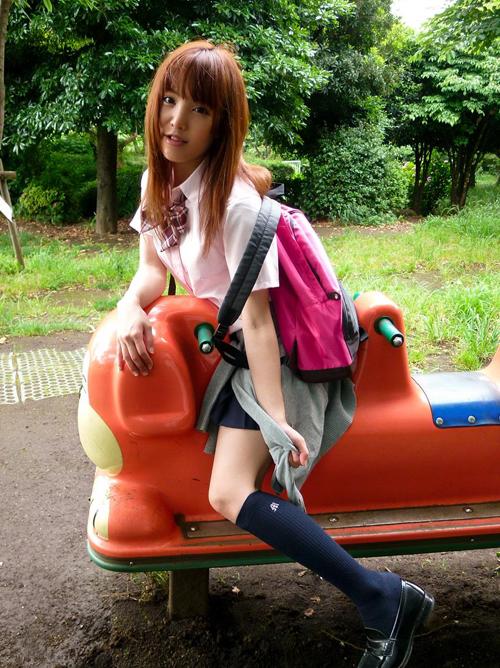巨乳な制服美女を見て学生時代の夢を妄想…ってなエロ画像