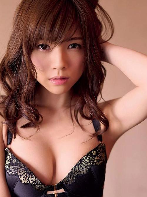 グラビア界で快進撃を見せる松川佑依子のセクシーおっぱい画像