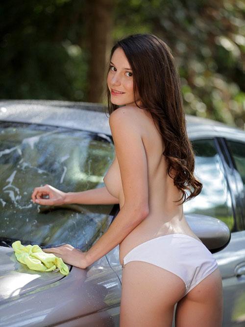 外人さんおっぱいで洗車サービス