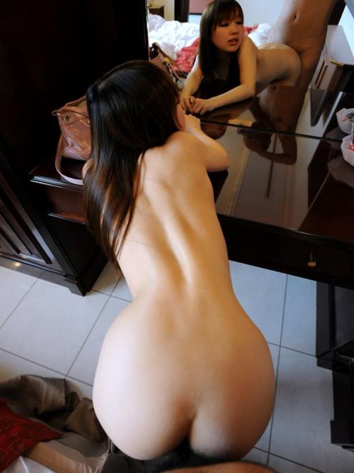【後背位セックス】 女が突き出した尻を見下ろしながらバックからハメまくりたいwwwww【画像30枚】