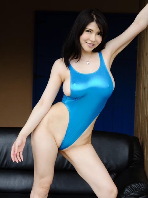 競泳水着で明らかに乳首立ってる画像