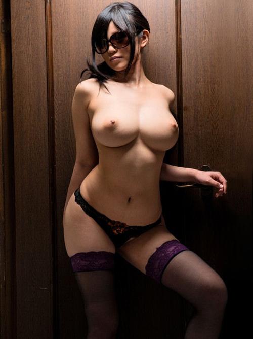社会的地位のあるキャリアOLのスーツの下は取引先を勃起させた淫乱おっぱい