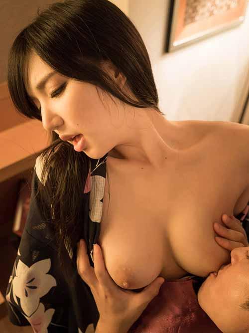 藤嶋唯 艶やかな浴衣を着たまま…セックス画像