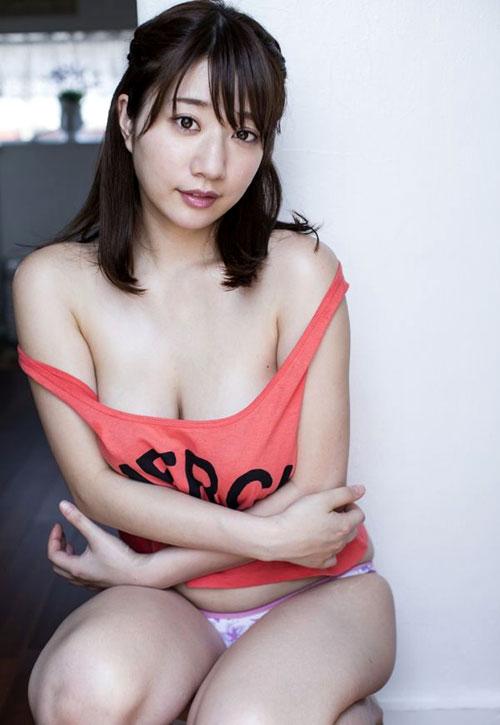 池田愛恵里のはみ出したおっぱい7