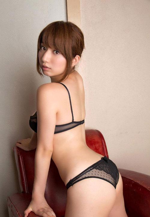 池田愛恵里のはみ出したおっぱい23