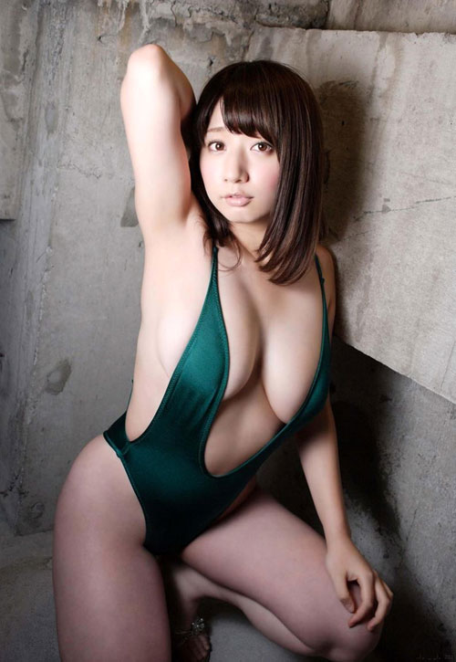 池田愛恵里のはみ出したおっぱい45