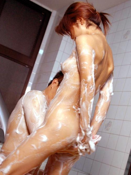 【入浴エロ画像】折角一緒に入ったから…彼女にさせたいお風呂でのプレイ色々www