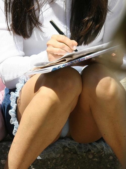 スカートが座る瞬間パンチラ注意★エロ画像49枚